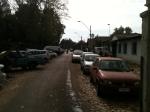 Al fondo a la derecha, camión municipal obstruye la vereda... Ellos pueden infringir, son especiales...