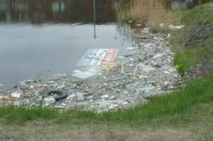 Canal Lachine en Montreal. Fotografía que encontré en Internet, pues en mi visita nunca observé basura.