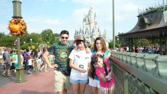En Magic Kingdom con mi familia.